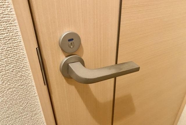 鍵付きドア